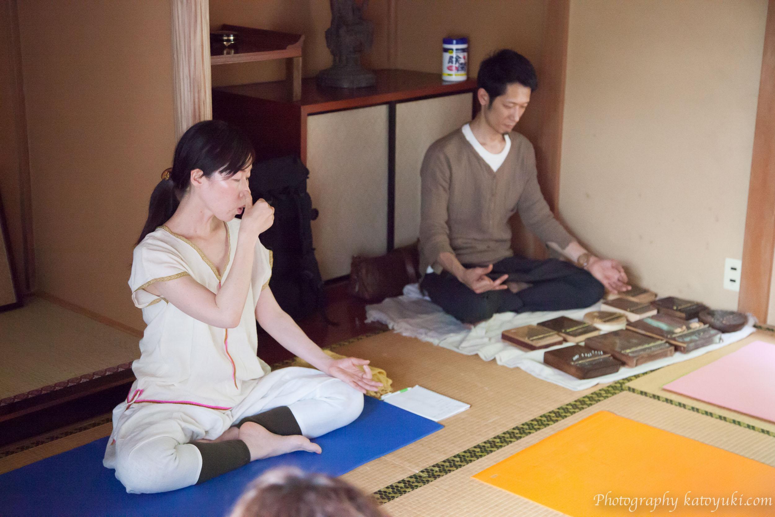 八王子ヨガ祭り「呼吸法〜音の瞑想」Saori & Sage(カリンバ演奏)